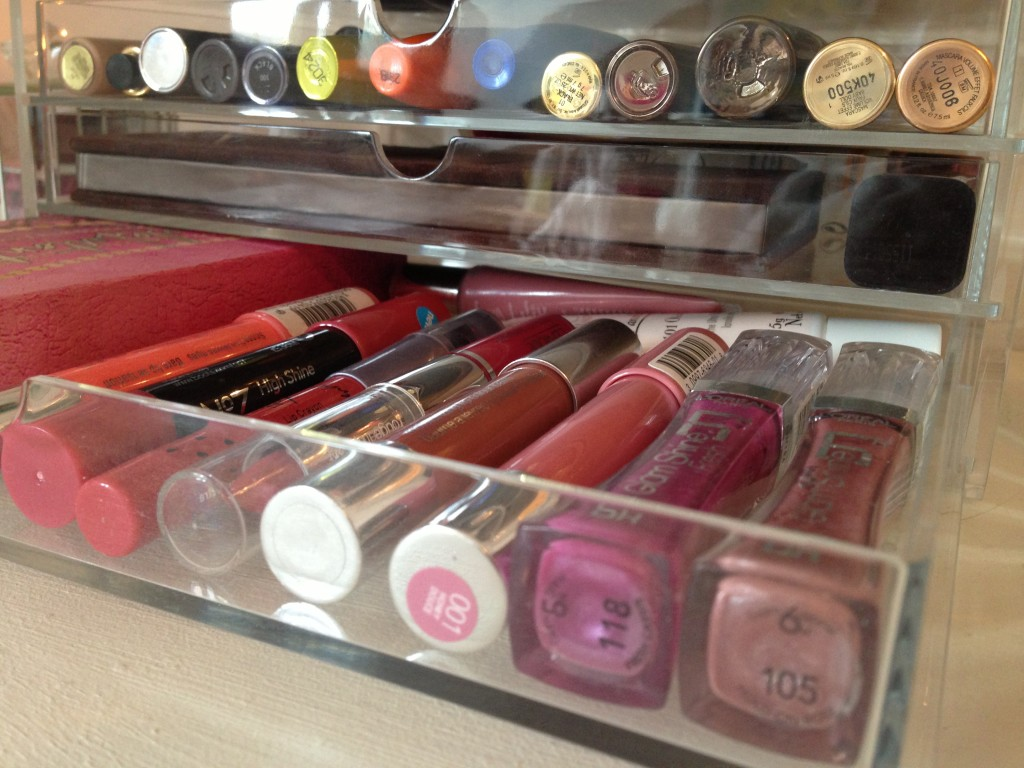Make up storage (10)