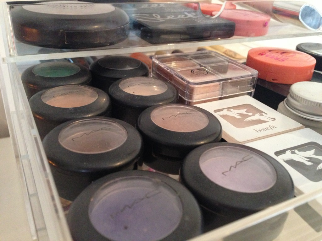 Make up storage (17)