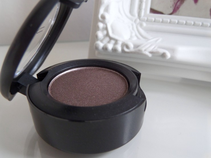 MAC Eyeshadow Satin Taupe Review