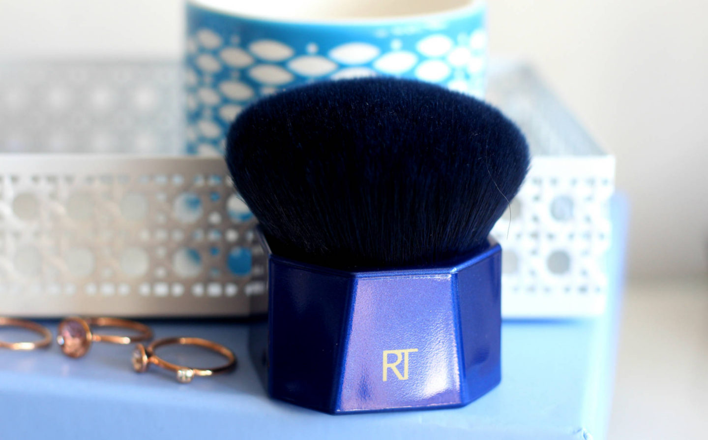 Real Techniques PowderBleu B05 Soft Kabuki Brush